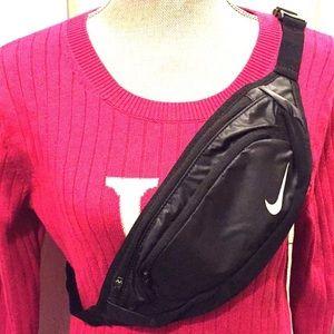 ONLY 1 LEFT! Nike Large-Capacity Waistpack
